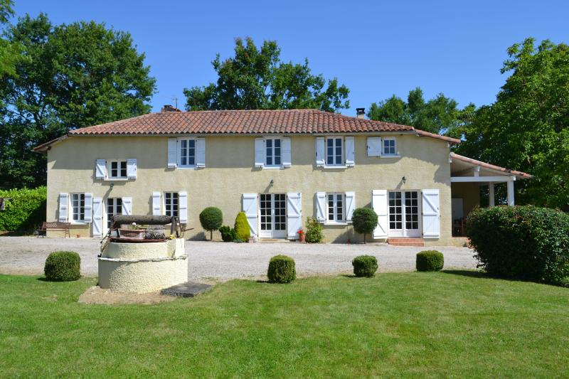 A Puntos - Farmhouse in the Gers with heated pool