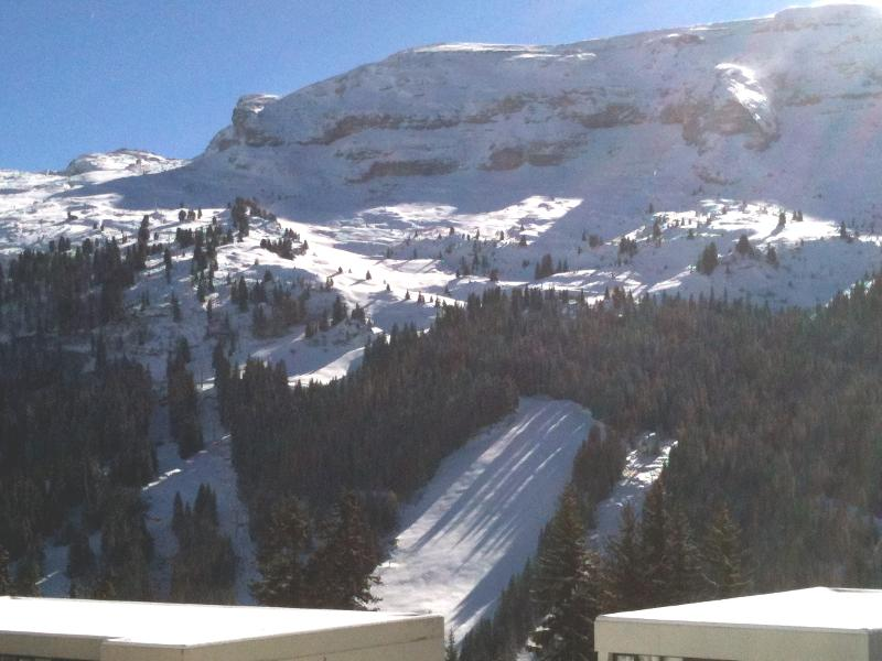 High Resort Mountain views of pistes from your South Facing Balcony,enjoy Open +Tree Lined Slopes.