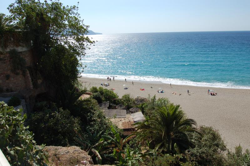 CARABEO BEACH 3-4 MINS FROM APARTMENT
