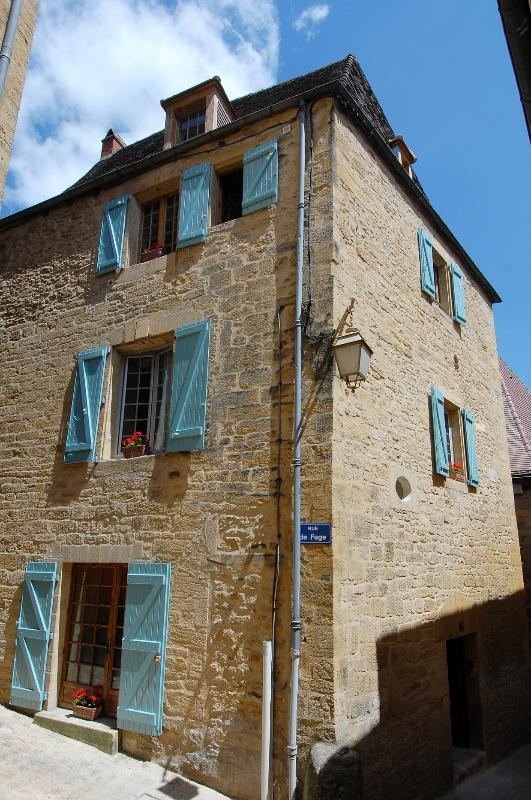 La Maison des Poètes located on a qiuet street in the historical centre