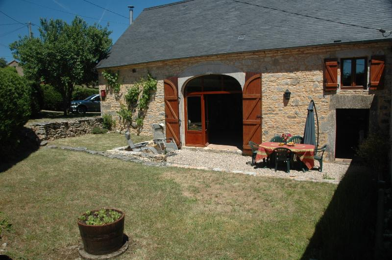 Traditional barn with shutters, garden, patio and parking in the rear of property