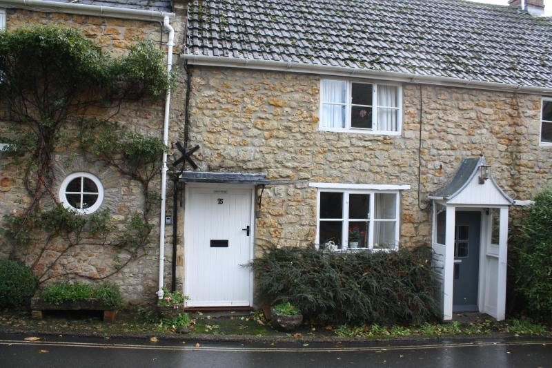 Dorset Cottage: a cosy and peaceful bolthole in Beaminster