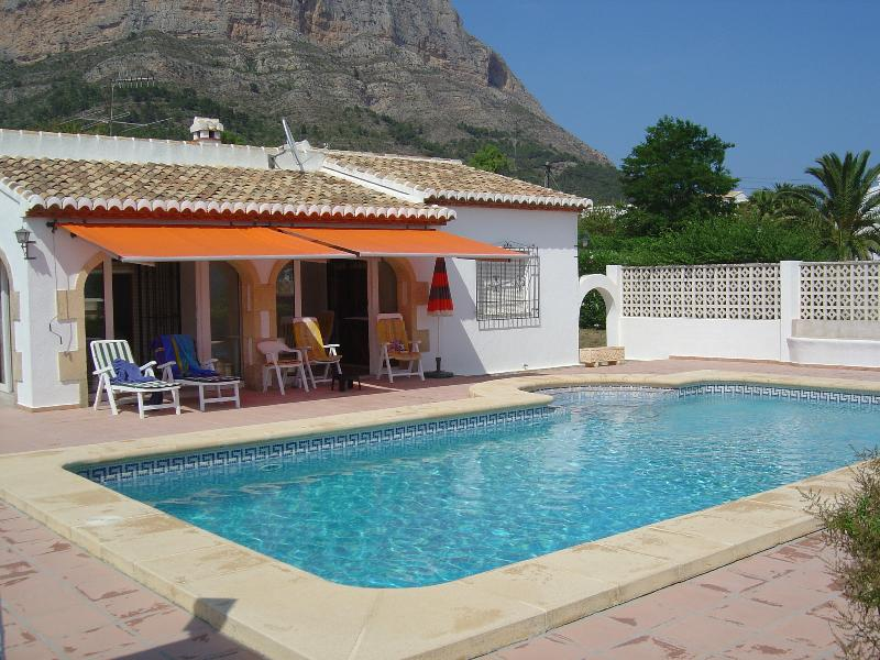 Casa Melsa with sun terrace and pool