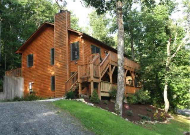 Great family retreat just minutes from the Blue Ridge Parkway, Sleeps 10 - Image 1 - Boone - rentals