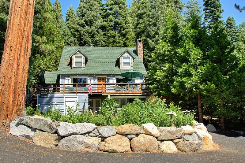 Becky's Place with parking for up to 6 cars - Walk to private HOA beach at Lake Tahoe! - Tahoe City - rentals