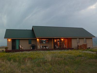back side of the cabin - Yellowstone Retreat, Paradise Valley Montana - Emigrant - rentals