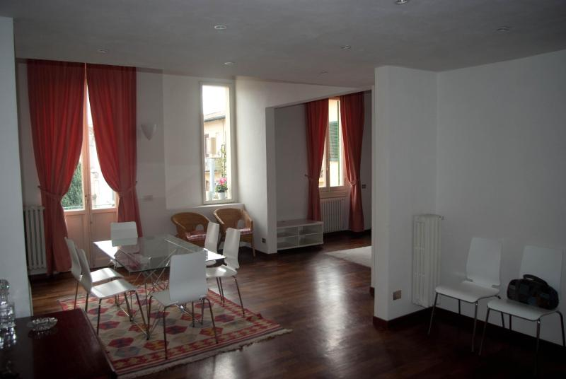 Hall - First level - Spacious and bright apartment - main train station - Florence - rentals