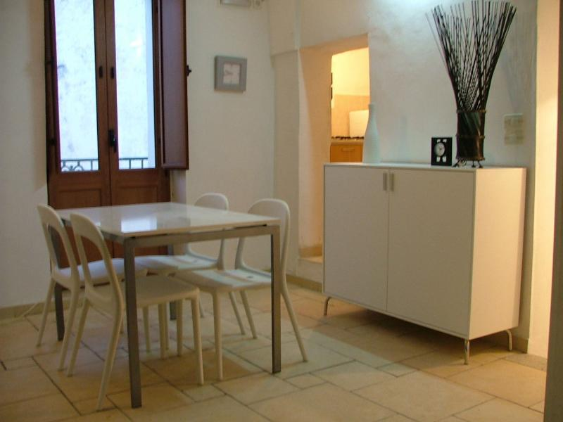'Double Height' Dining Area (With Balcony)