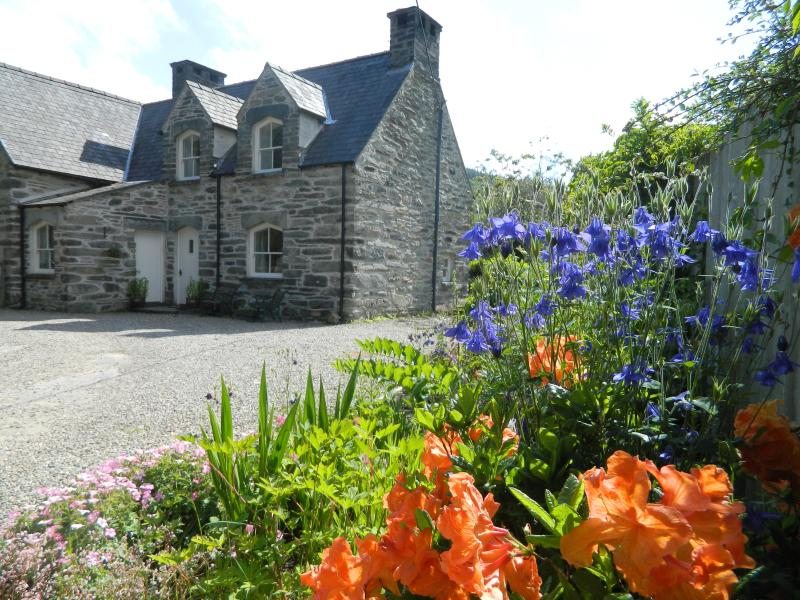Grade II Listed Welsh stone cottage
