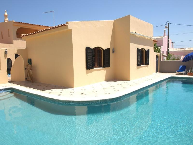 Lovely single storey 3 bedroomed villa with private pool in Carvoeiro, Lagoa