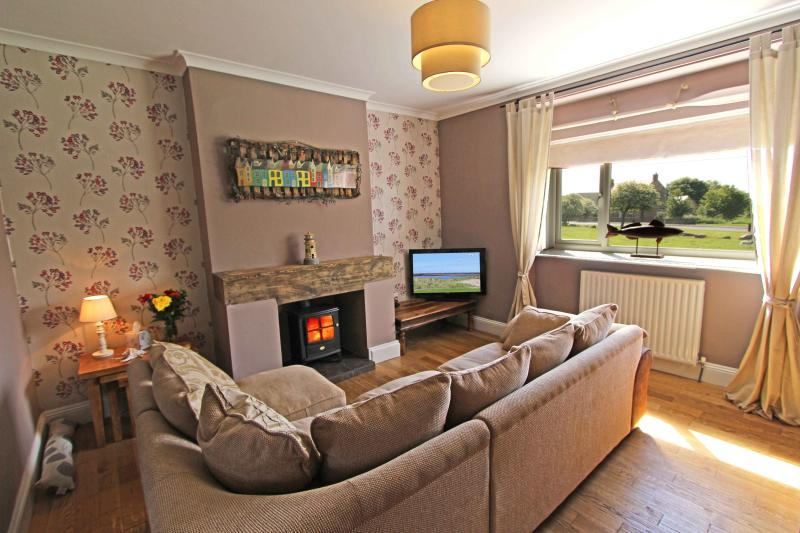 Panhaven, Amble - Cosy lounge with great view