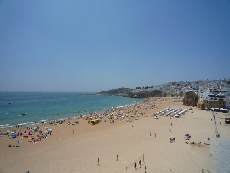 Albuferia Beach a short stroll from your door! Less than 3 minutes to get sand in your toes!