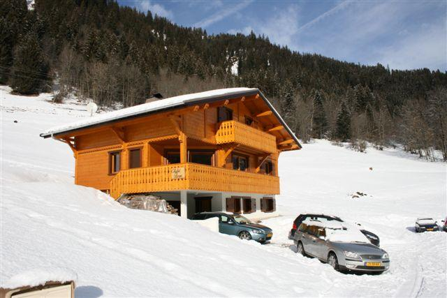 Chalet Rose, 210m^2, 16 beds, 7 rooms, 4 bathrooms, fireplace and free WIFI. Opposite of skilift