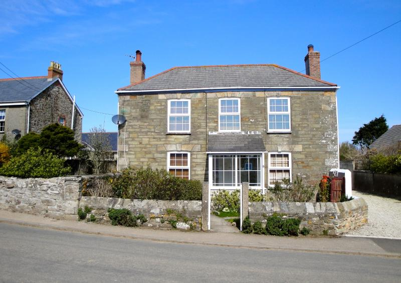 Charming detached and private 1800's character cottage in St Agnes