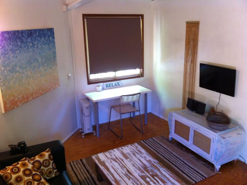 Clean bright and relaxing . A creative space which backs onto the National park walking track.