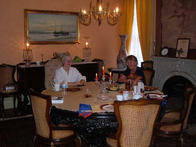 Guests at breakfast table - Victorian Bed and Breakfast of Staten Island - Staten Island - rentals