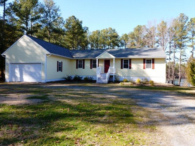 Large Family Home - Beautiful Lake Front Rental - Henrico - rentals