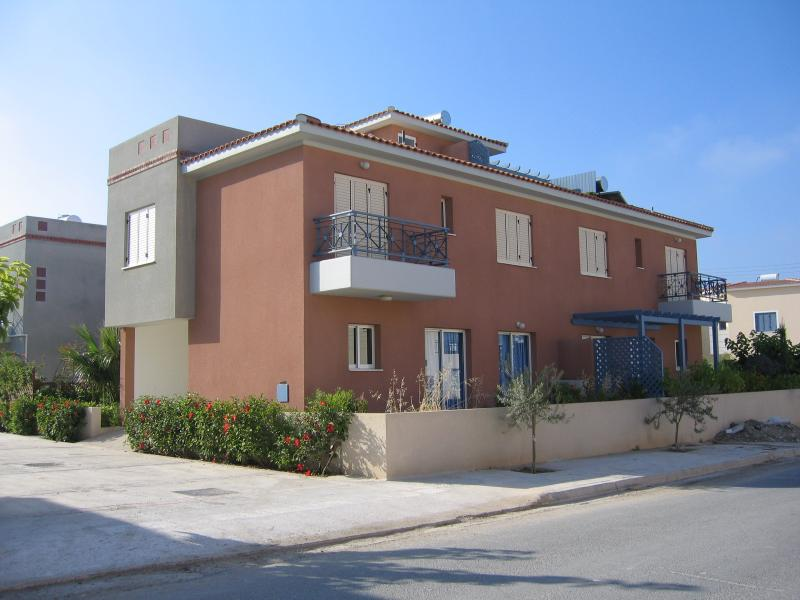 A beautiful clean modern Villa just minutes from the Sea, fully air-conditioned.
