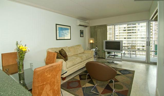Living area - The Ilikai - a water front property - Honolulu - rentals