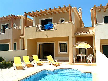 Delightful town house with two bedrooms, 2 bathrooms and a and private pool