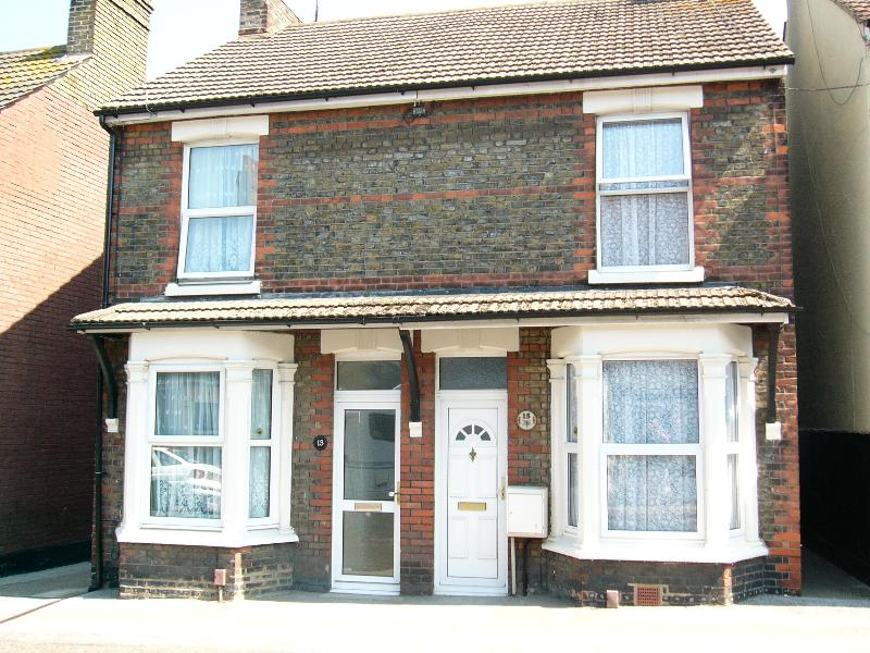 Front view of the house - 3 bedroom Victorian semi-detached house no. 13 - Sittingbourne - rentals