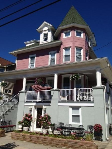 Main House is top 3 floors, Condo A is at ground level - 7 Bedroom 5 Bath Beach Block Home Sleeps 17 to 19 - Ocean City - rentals