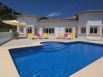 Casa Crystalle Luxurious modern, spacious Villa all on one level with Sunshine from dawn to dusk