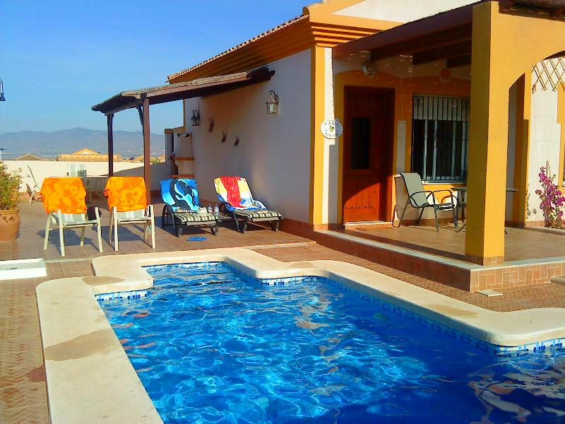 Bungalow pool and side terrace