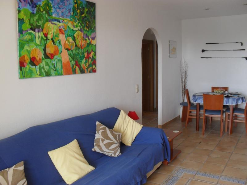 Bright and spacious lounge/dinning area with English and Spanish 42' TV for relaxing after the