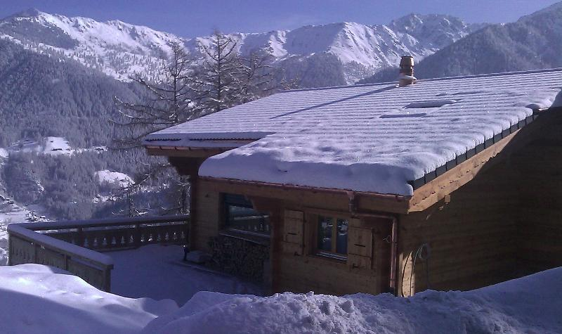 Chalet Charbray in the heart of La Tzoumaz welcomes you!