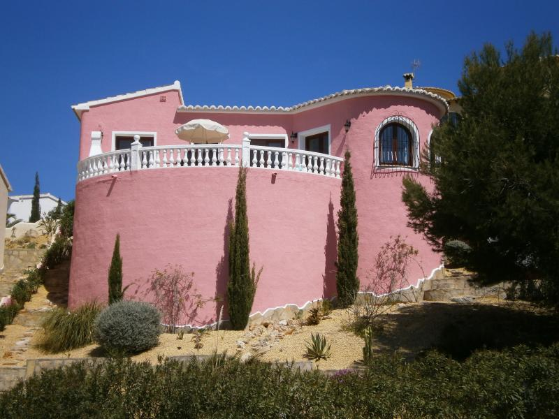Villa Casa Rosado, bright & airy,large south facing terrace, WiFi, all mod cons