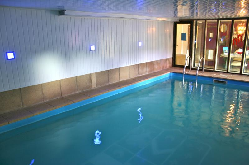 1 hour Private use of Indoor pool and sauna each day