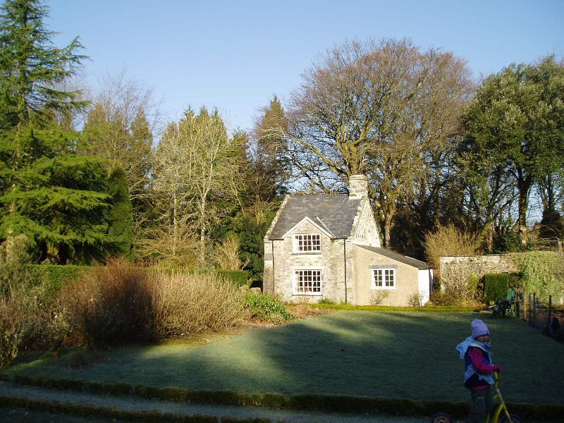 Garden cottage with secluded private gardens