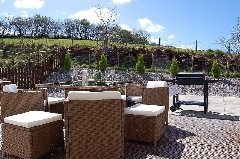 Lovely views & dine Al fresco, brand new 'rattan' patio furniture.