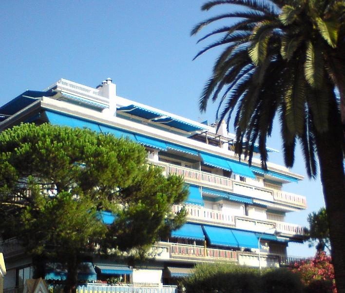Le Nice - an iconic 1960's apartment block