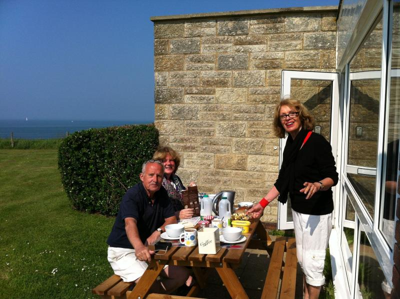 Breakfast outside with view to the Needles