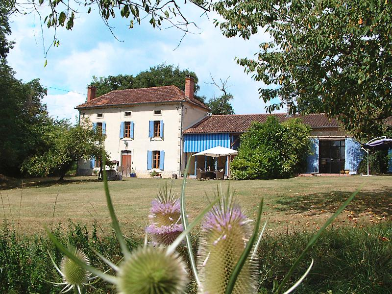 Traditional Gascogne style farmhouse with converted former stables and former Armagnac distillery.