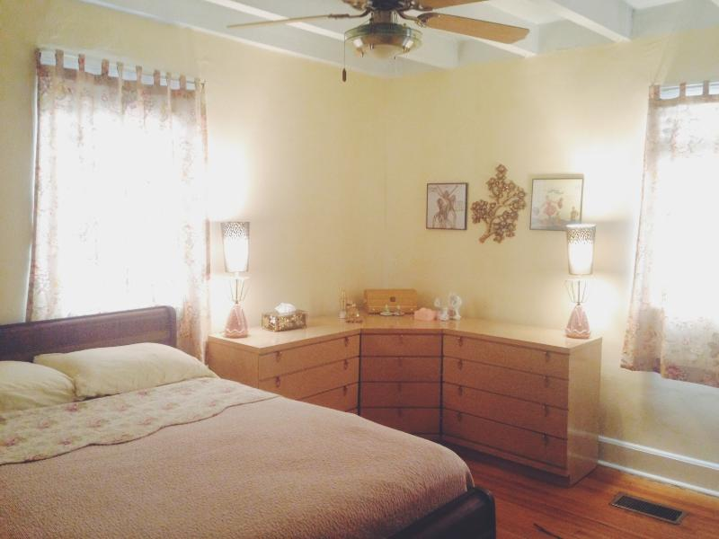 First bedroom, full bed