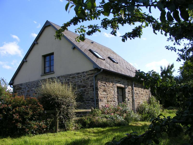 Le Pressoir is a detached stone cottage which looks out onto the orchard.