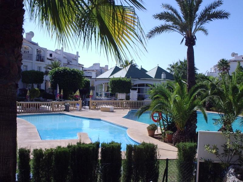 Main Swimming pool with Children's pool and poolside bar