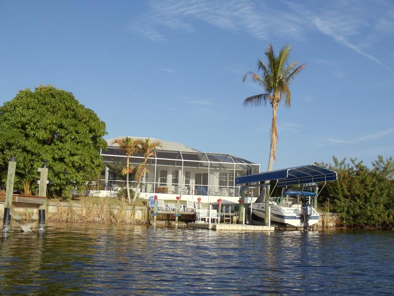 Lake View-Screened Lani.  Access to Gulf by boat or kayak.  Osprey in our Palm Tree.