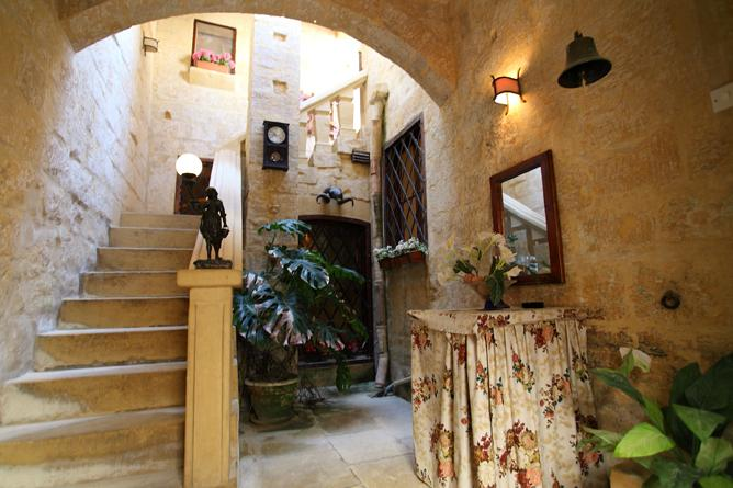 Entrance Hall to the House with a really relaxing character