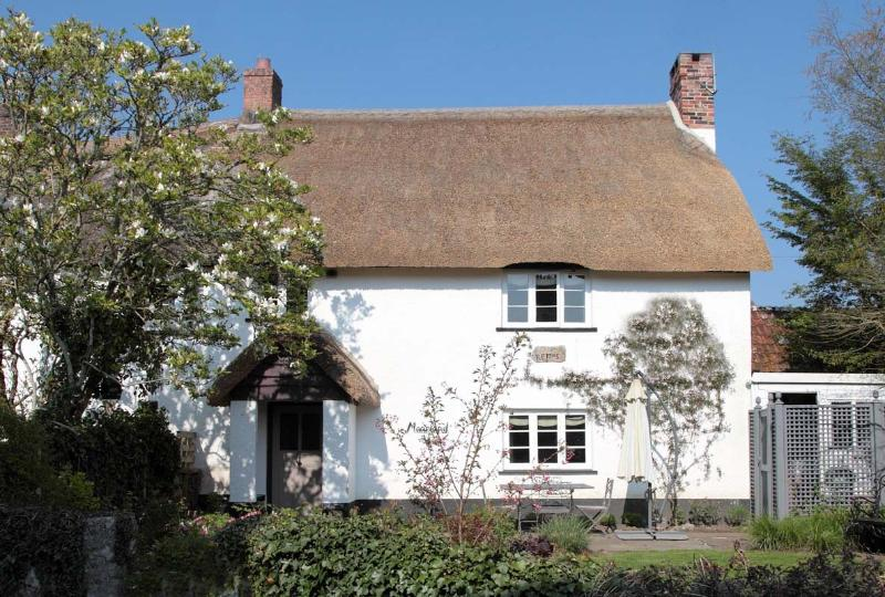 Moorland View is a two-bedroom, thatched, farmers' cottage dating from 1705.