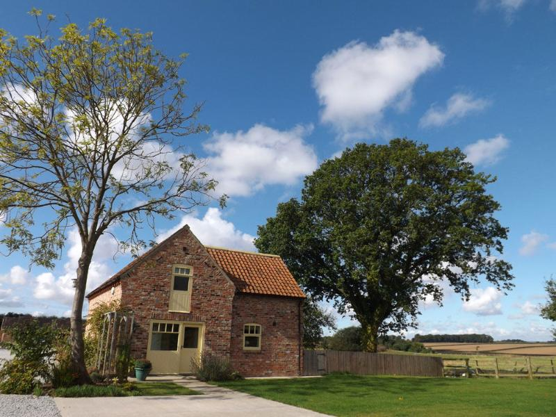 Luxury cottages overlooking open countryside yet only 1 mile from pubs, restaurants and shops