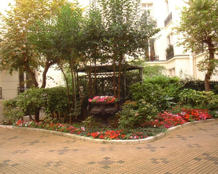 A haven of peace near ChampsElysees