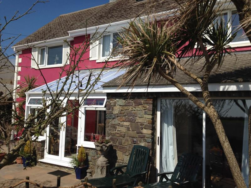 SPACIOUS SUNNY SOUTH FACING PROPERTY COMFORTABLY SLEEPS 8, WITH DISTANT SEA VIEWS & ENCLOSED GAR