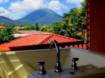 The perfect retreat! Imagine relaxing in the Jacuzzi with the Arenal Volcano for a backdrop! - Cabina Caulkins! - La Fortuna de San Carlos - rentals