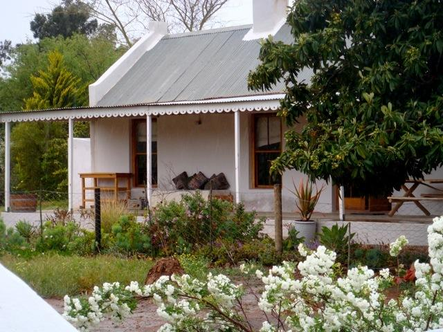 'Next Door' Cottage Country retreat right in the middle of the Cape Winelands