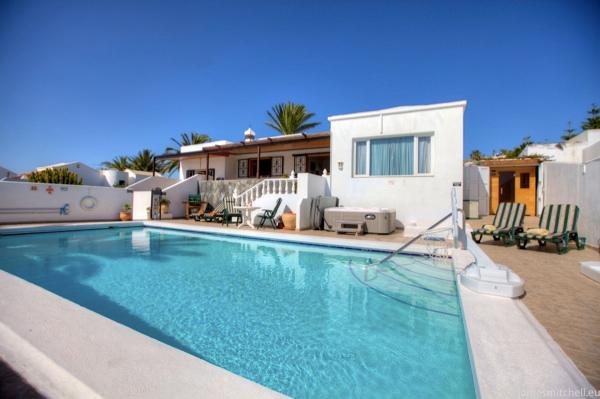 Villa overlooks 10m x 5m pool, with stunning mountain and countryside views, down to the sea