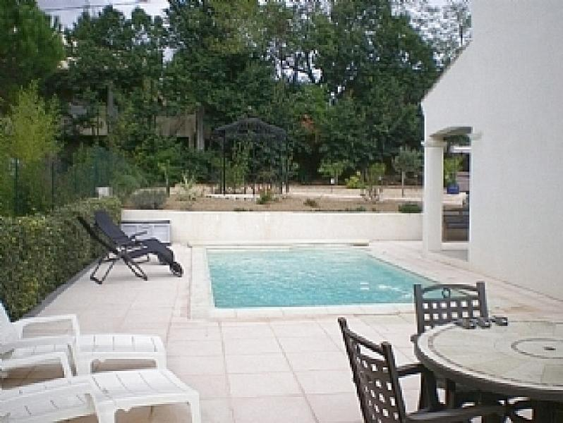 Maison du Canal has a pool at the side of the house in full sun. It is surrounded by a tiled terrace